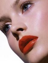 Glowing skin and a red lip…yes, please.