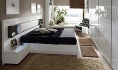 une chambre à coucher élégante aux accents beiges et un linge de lit noir
