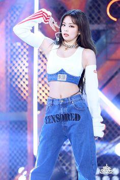 Kpop Girl Groups, Korean Girl Groups, Kpop Girls, Stage Outfits, Kpop Outfits, Blackpink Photos, Blackpink Fashion, Jennie Blackpink, Yg Entertainment