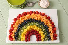 Salade de fruits arc-en-ciel avec trempette à la fraise - L'arc-en-ciel du jour