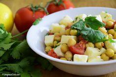 Oi gente, lá no canal Emagrecer Certo eu postei essa saladinha deli de grão de bico, essa é uma opção leve, vegetariana e rica em proteína. A proteína da salada está presente no grão de bico que é um legume muito usado como opção proteíca por vegetarianos e veganos. E tem o queijo também que …