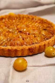 comment faire une tarte aux mirabelles ? Vegan Challenge, Wie Macht Man, Vegan Meal Prep, Sweet Pie, Vegan Thanksgiving, Vegan Kitchen, French Pastries, Tart Recipes, Snacks