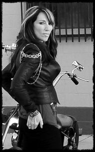 Gemma Teller (aka Katey Sagal), Sons of Anarchy, stylish woman, love her style… Gemma Teller Morrow, Gemma Teller Hair, Gemma Teller Style, Outlaws Motorcycle Club, Motorcycle Clubs, Katey Sagal, Sons Of Anarchy Samcro, Badass Women, Sexy Women