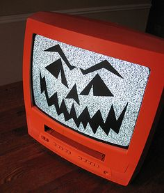 This Jack O'Lantern TV is so cool! She used an old TV, turns it on so there's snow on the screen, and put a vinyl Jack O Lantern face on it! That's awesome! Bet you could do it with paint and a stencil too. Gotta make one! - Crafts by Amanda