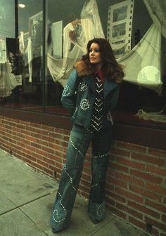 Priscilla presley Lisa Marie Presley, Priscilla Presley, Elvis Presley, 70s Fashion, Fashion Art, Cute Simple Outfits, 70s Tv Shows, Vintage Tags, New Wave