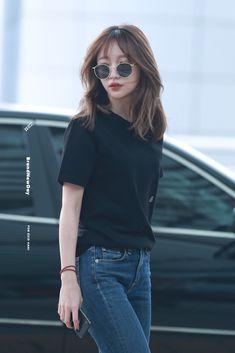 Medium Hair Cuts, Short Hair Cuts, Medium Hair Styles, Curly Hair Styles, Korean Hair Color, Korean Short Hair, Korean Medium Hair, Hair Korean Style, Haircuts Straight Hair
