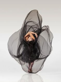 American photographer Lois Greenfield captures the majesty and beauty of dancers…