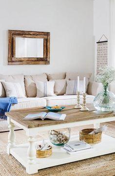 """»Landhaus am Meer«   Ozeanblaue Akzente, sandfarbenes Holz, viel Weiß und Rattan – das sind die Basics für den gemütlichen """"Beach House""""-Look."""