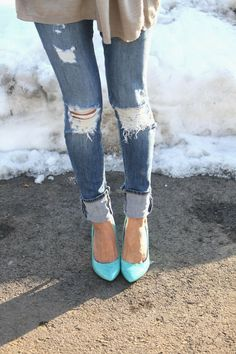 Love this!!! Tight Ripped jeggings rolled up and cute pumps... #fashion