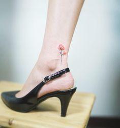Pequeñas Flores - Tatuajes para Mujeres. Encuentra esta muchas ideas mas de Tattoos. Miles de imágenes y fotos día a día. Seguinos en Facebook.com/TatuajesParaMujeres!