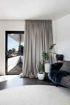 Founded by award-winning Perth residential architect Simone Robeson, Robeson Architects specialises in designing flexible and efficient contemporary homes. Contemporary Architecture, Interior Architecture, Inglewood House, Triangle House, Water House, Residential Architect, House On A Hill, Park Homes, Interior Design Studio