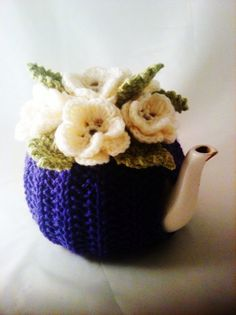 Tea cozy ~ love the colors. So many cute knitted and crocheted cozies. I knit a few things many moons ago but really need to learn how to crochet! Stitch Crochet, Crochet Cozy, Crochet Crafts, Crochet Granny, Hand Crochet, Knitting Projects, Crochet Projects, Knitting Patterns, Crochet Patterns