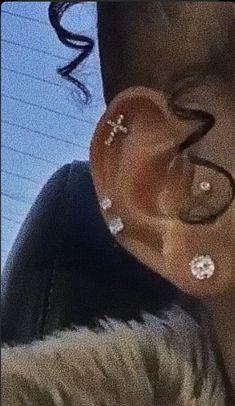 Ear Jewelry, Cute Jewelry, Body Jewelry, Jewelry Tattoo, Jewelry Accessories, Jewlery, Ear Piercings Chart, Pretty Ear Piercings, Piercings For Girls
