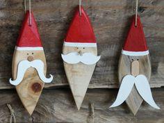 """Décorations """"Père Noël"""" à suspendre en bois recyclé - Madame Ki et ses vintageries Wooden Christmas Crafts, Wooden Christmas Decorations, Rustic Christmas, Christmas Art, Christmas Projects, Holiday Crafts, Christmas Gifts, Ornament Crafts, Xmas Ornaments"""
