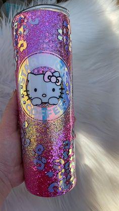 Diy Tumblers, Custom Tumblers, Glitter Tumblers, Images Hello Kitty, Custom Starbucks Cup, Custom Cups, Glitter Cups, Personalized Cups, Tumbler Designs