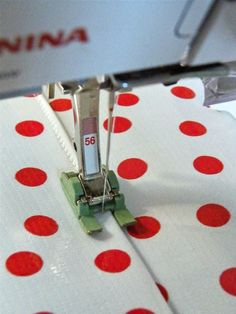 Edge stitching oilcloth tip from Modern June, the Oilcloth Addict! Teflon foot of love!
