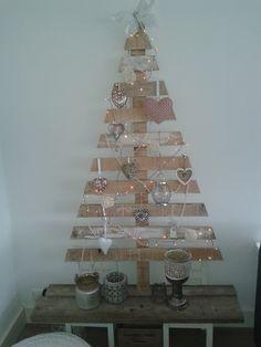 Leuke kerstboom van pallet.  van stuffenzo.nl