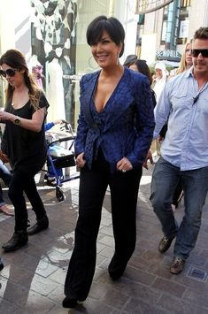 Kris Jenner Photo - Kris Jenner on 'Extra'