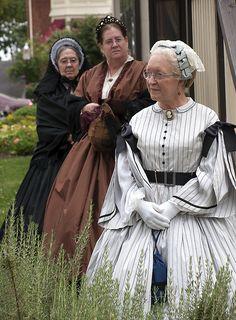 Awww.... why don't all the ladies still dress like this!!! Civil War fashion show