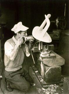 Isamu Noguchi, New York, ca 1947 -by Berenice Abbott