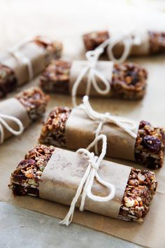 Trail mix and granola is totally a winning combo in our book. These 13 granola bar recipes will put your store-bought picks to shame. Chewy Granola Bars, Homemade Granola Bars, Clean Granola, Barre Muesli, Lexi's Clean Kitchen, Kitchen Bars, Dried Pineapple, Dried Blueberries, Brunch