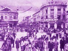 """Rua XV. Data: 04/09/1940, após o desfile do """"Dia da Raça"""". Foto: Domingos Foggiato. Acervo: Cid Destefani. Gazeta do Povo. Coluna Nostalgia (13/12/1992)"""