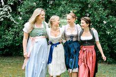 Frau Herz Fotografie | Blaue Dirndl Hochzeit auf Schloss Hemhofen | Julie & Matt