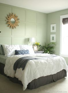 Elegant and Modern Master Bedroom Design Ideas 2018 Green Bedroom Walls, Bedroom Colors, Green Bedrooms, Guest Room Decor, Bedroom Decor, Light Green Rooms, Master Bedroom Design, Green Bedroom Design, Home Decor