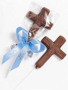 Chocolate lollipops are a perfect addition to your First Holy Communion, Confirmation, Baptism or Christening party. Each chocolate cross favor comes with a colorful ribbon of your choice. Baby Baptism, Baptism Party, Baptism Favors, Christening, Baptism Centerpieces, Baptism Ideas, First Communion Favors, First Holy Communion, Catholic Sacraments