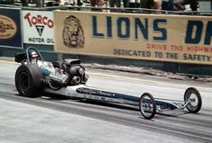 History - Drag cars in motion. Top Fuel Dragster, Nhra Drag Racing, Vintage Race Car, Drag Cars, Car Humor, Fast Cars, Funny Cars, Lions, Cool Cars