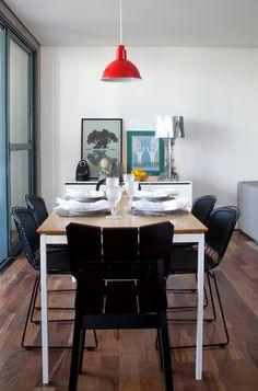 Cadeiras Bertóias, Buffet Lumini e Mesa Space. Gostou? Saiba mais em www.oppa.com.br