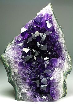 Uruguayan Quartz var Amethyst. I would love to have this in my house