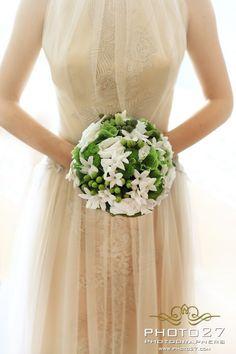 www.photo27.com #weddingbouquet #whitebouquet #photo27 #photo27photographer #fotografomatrimonio #stylemepretty