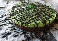 A delicious raw layered mint chocolate mousse tart with a gluten free salted brownie crust! A vegan treat made healthy by using an avocado-coconut mousse.