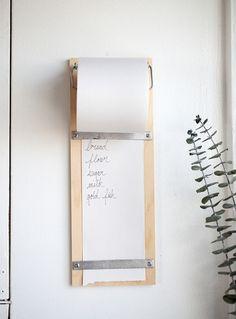 10 Do It Yourself pour une cuisine fait-main. Une liste des courses en bois.