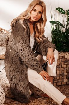 Casual Chic Outfits, Bell Sleeves, Bell Sleeve Top, Cardigan Outfits, Smart Casual, Dresses With Sleeves, Elegant, Long Sleeve, Sweaters