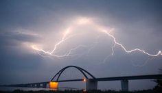 Fehmarn - Fehmarnsundbrücke mit Blitz von Thomas Nyfeler