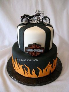 Harley Davidson Cake- will make a fabulous Groom's Cake Fancy Cakes, Cute Cakes, Bolo Motocross, Beautiful Cakes, Amazing Cakes, Cake Cookies, Cupcake Cakes, Harley Davidson Cake, Happy Birthday Harley Davidson