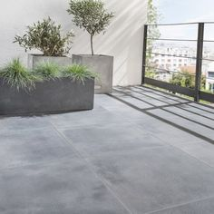 ARTEN ARTENS black stone floor and exterior wall tiles strong Dolce vita x cm - Modern Balcony Tiles, Terrace Tiles, Stencil Concrete, Concrete Patio, Rooftop Design, Balcony Design, Back Gardens, Small Gardens, Exterior Wall Tiles