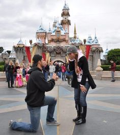 (if this is disney) then it would be my dream proposal :D but with a ring and tiara :-) guy saying: will you be my princess? Girls Dream, My Dream, Disneyland Proposal, Disney World Proposal, Best Proposal Ever, Perfect Proposal, Wedding Proposals, Disney Jewelry, Marry You