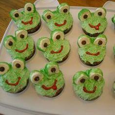 Frog cupcakes to surround the Alligator cupcake cake