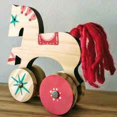 Woody toy, gandaiá, objetos de brincar, design for kids, brincar livre, oficina de brinquedo, decoração Cutting Board, Design, Wooden Toy Plans, Mockup, Objects, Design Comics, Cutting Boards