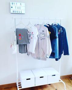 Wie bewahrst du deine Kleider auf? #wardrobe #pullover #dress #cloths #patches #miaandthemouse #fashionlover #blue #jeans #fashion #fashionblog #fashionblogger #fashion #swissblog #swissblogger #swissmade #lifestyle