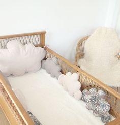 Un air vintage chic pour ce tour de lit bébé, mini pois, liberty et velorus milleraies dans les tons : Linge de lit enfants par 3-pommes-dans-un-panier