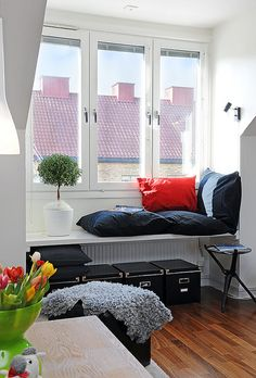 Love this idea for a window seat/reading nook. Home Design, Home Interior Design, Cosy Reading Corner, Reading Corners, Cosy Corner, Relax, My Ideal Home, Inside Home, Window Styles