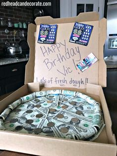 This Money Pizza Pie Gift idea is so cute & clever for graduations or birthdays! This Money Pizza Pie Gift idea is so cute & clever for graduations or birthdays! You can do small money pizza or large money pizza! Sweet 16 Gifts, Cute Gifts, Creative Money Gifts, Gift Money, Money Gifting, Money Cake, Diy Holiday Gifts, Diy Birthday, Birthday Gift For Mom
