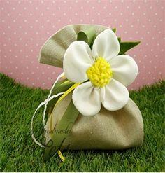 Μπομπονιέρα βάπτισης πουγκί με λουλούδι