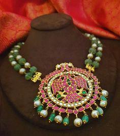 Gold Jewellery Design, Gold Jewelry, Beaded Jewelry, Beaded Necklace, Trendy Jewelry, Fashion Jewelry, Sharara Designs, Saree Jewellery, Pearl Necklace Designs