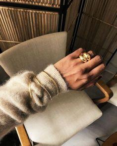 Envelhecer do velho - truques baratos para upcycling de roupas - *Schmuck*Stück* - Looks Street Style, Looks Style, My Style, Jewelry Trends, Jewelry Accessories, Fashion Accessories, Gold Jewelry, Jewelry Bracelets, Jewelry Ideas