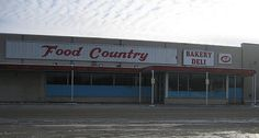 Here is a shot of the old Food Country grocery store at the Sandy Hollow Shopping Center in Rockford. I only went inside here a couple of times, but the IGA at Highcrest really looks to me like a step back in time. I try to stop in there now and then when I need to pick up a few things. Enjoy looking at this old Rockford gem!